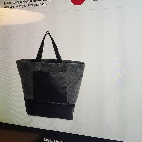 dsw Handbags - gray felt tote nwt